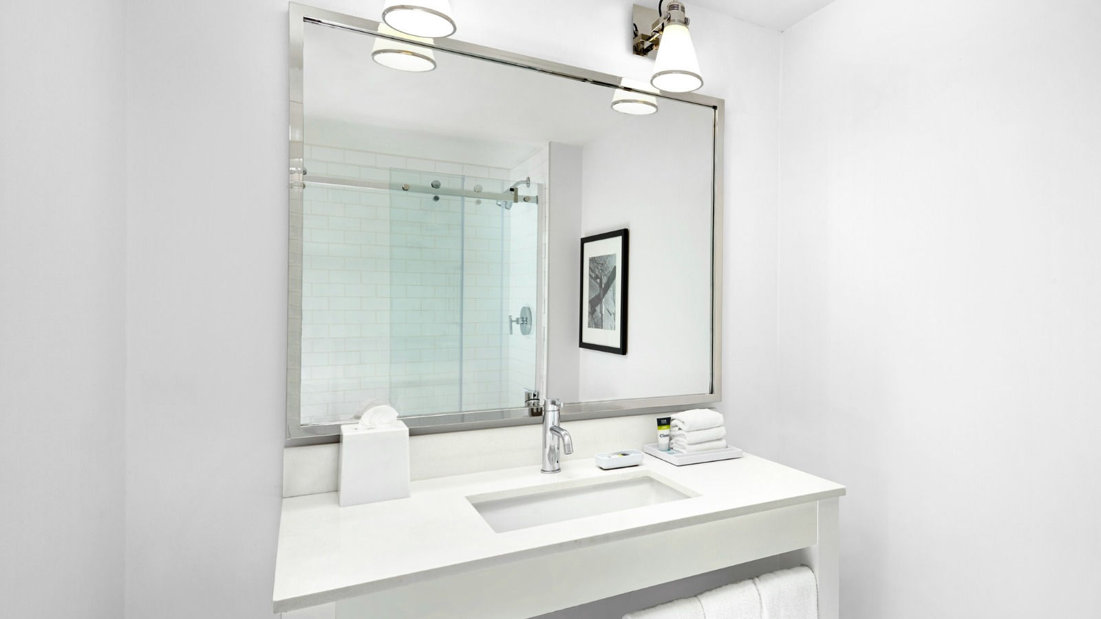 Vancouver airport accommodations four points by sheraton for Bathrooms r us vancouver
